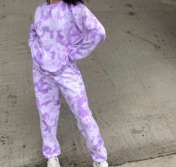 look com conjunto de calca e blusa de moletom tie dye lilas