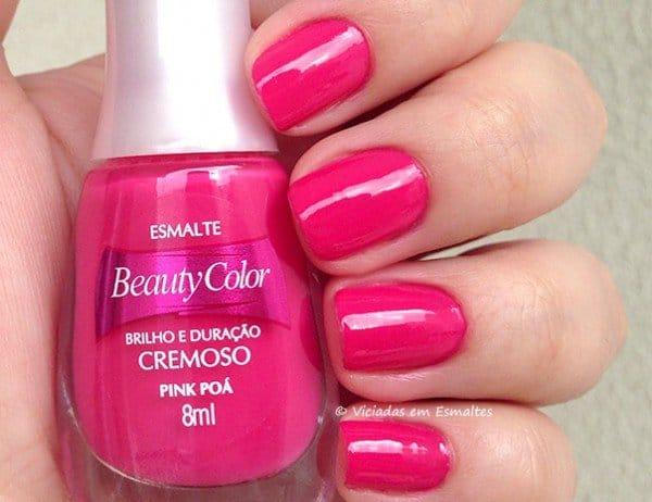 unha com esmalte pink