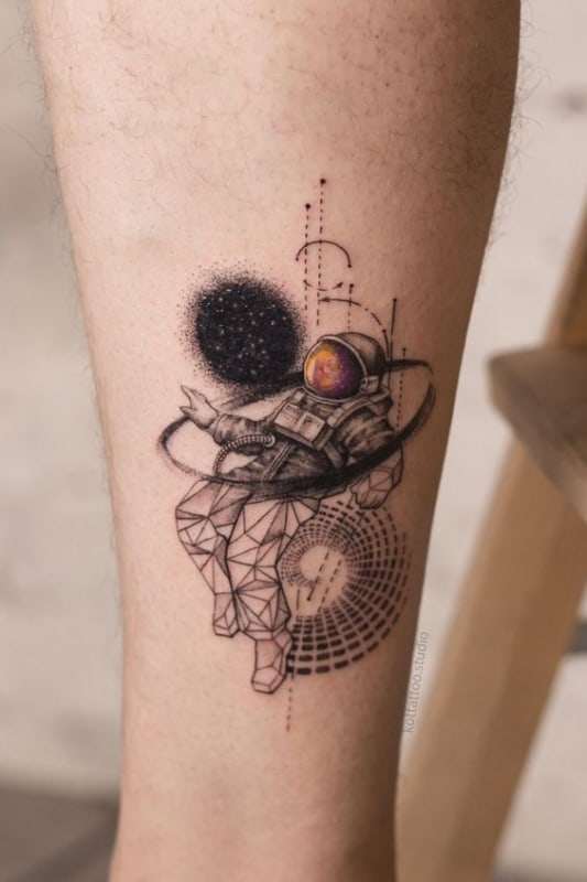 tatuagem moderna de astronauta masculina