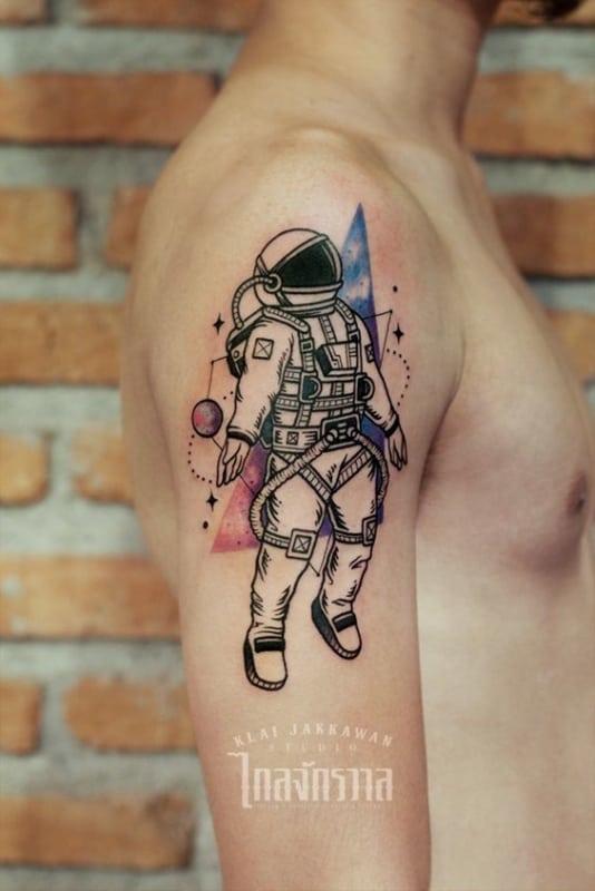 tattoo de astronauta masculina