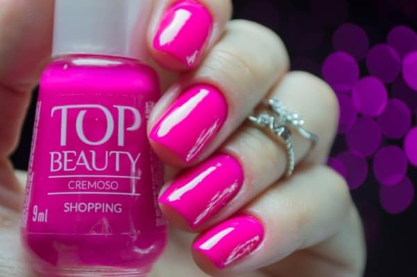 unhas com esmalte pink