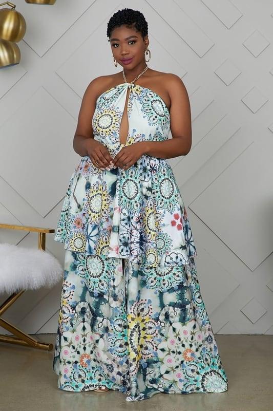 look plus size com vestido frente unica longo