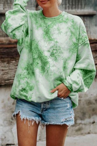 look com short jeans e moletom tie dye verde