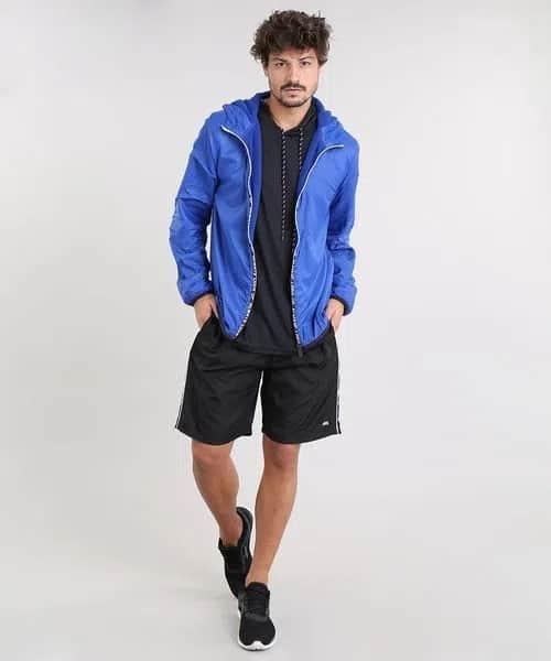 look esportivo masculino com corta vento azul