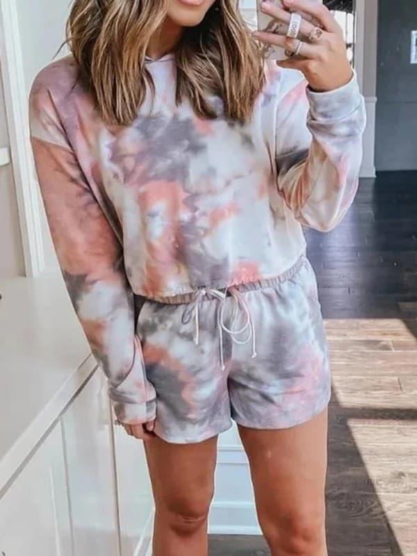 look com conjunto de short e blusa de moletom tie dye em tons pasteis