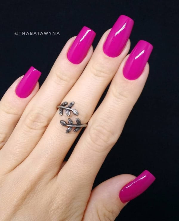 unhas decoradas com esmalte rosa escuro