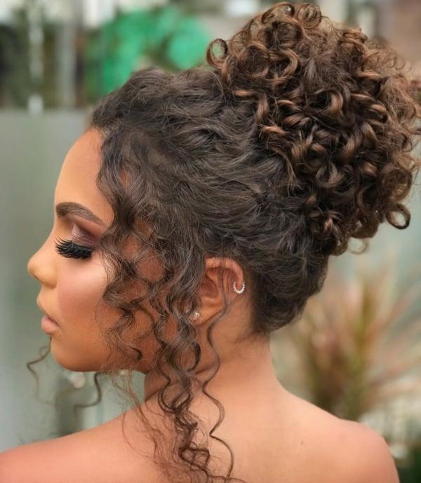 penteado para cabelo crespo casamento 39