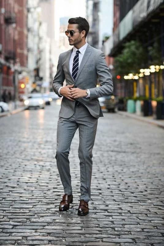 look social masculino com terno cinza