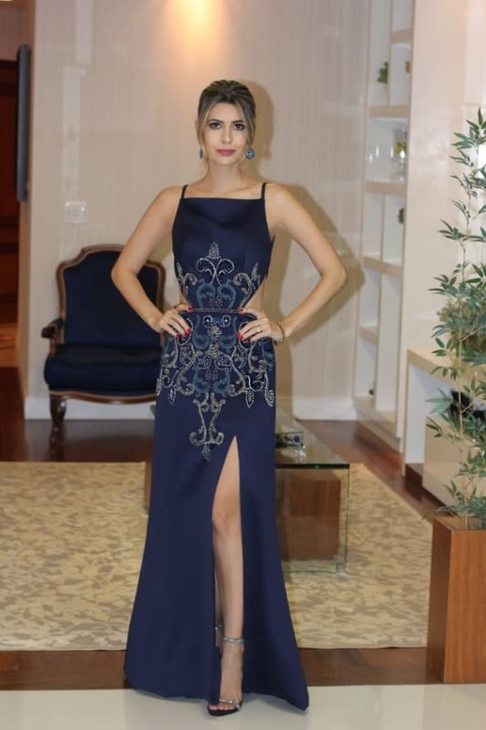 look festa feminino com vestido longo bordado