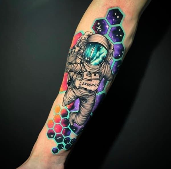 tatuagem astronauta galaxia