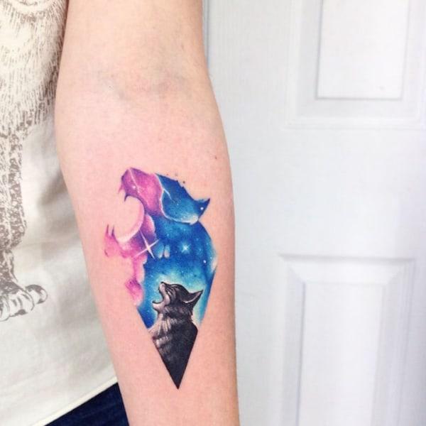 tatuagem de gato com galaxia