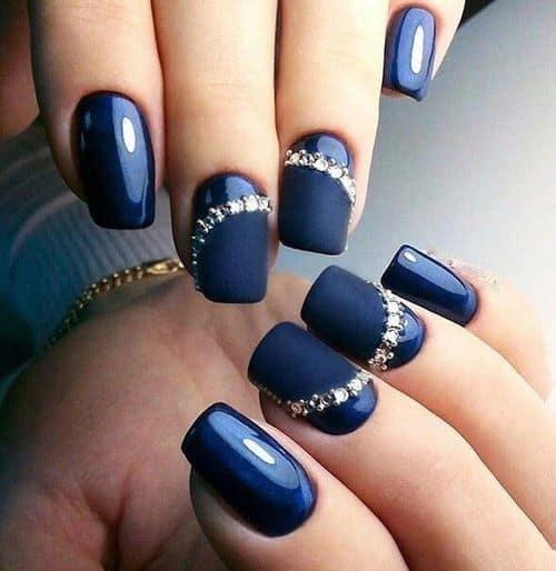 nail art com esmalte azul marinho