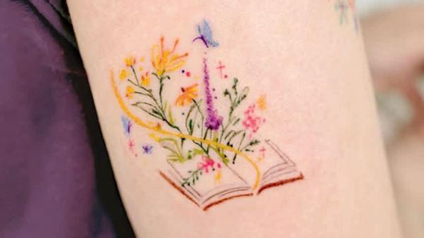 tatuagem literaria colorida