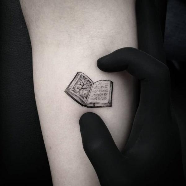 tatuagem literaria minimalista